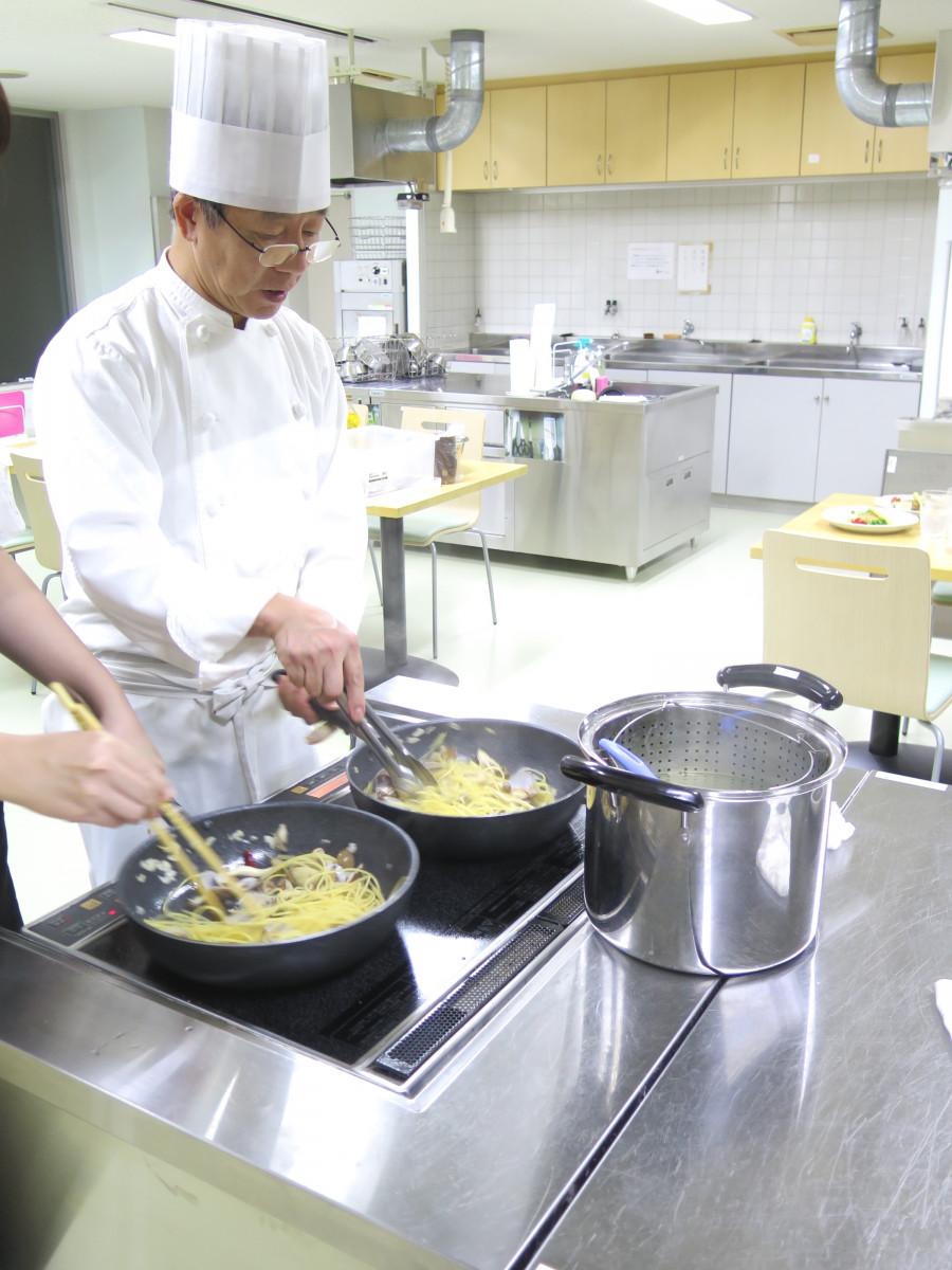 ホテルレストランの洋食料理教室<br /> 初めて料理を習う方でも安心して学べます。